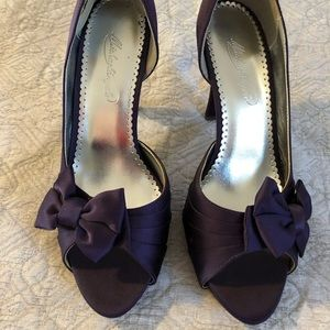 Purple heels with bow